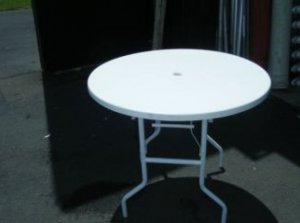 white-round-table-600