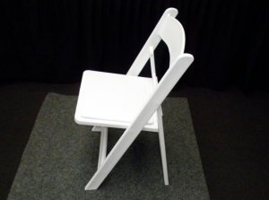 white-americana-resin-folding-chair